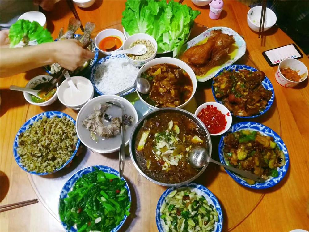 2019纳新勐海茶山行 —— 丰盛的晚餐